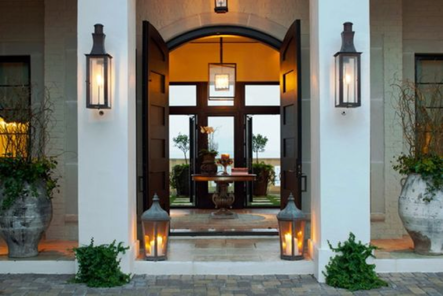 Lighting Tips in Highlighting Your Doorway