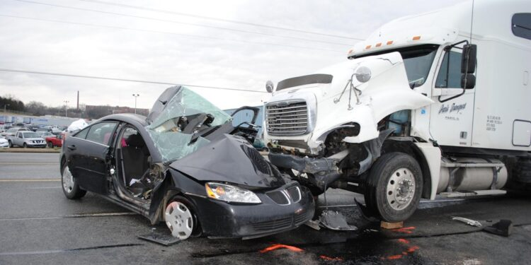 What to Do in Case of a Truck Accident?